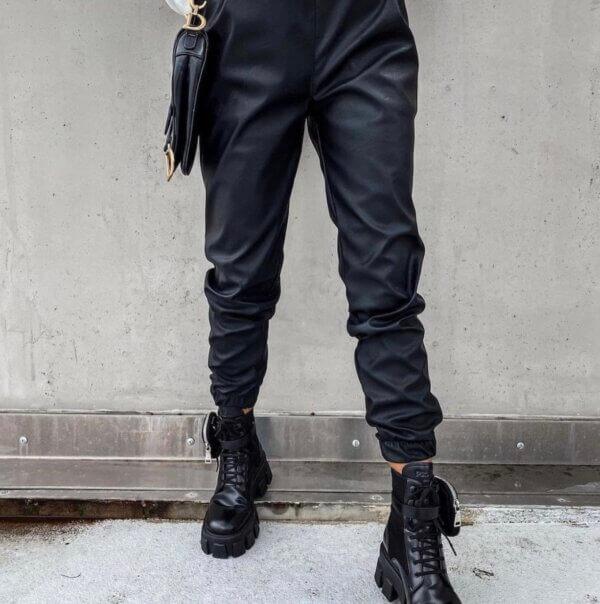 Παντελόνι δερματίνη με λάστιχο στη μέση μάυρο χρώμα